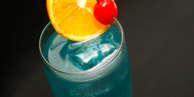 Vodka em Blue Lagoon