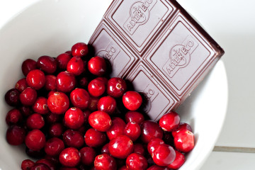Chocolate ao leite, vodka e cranberries